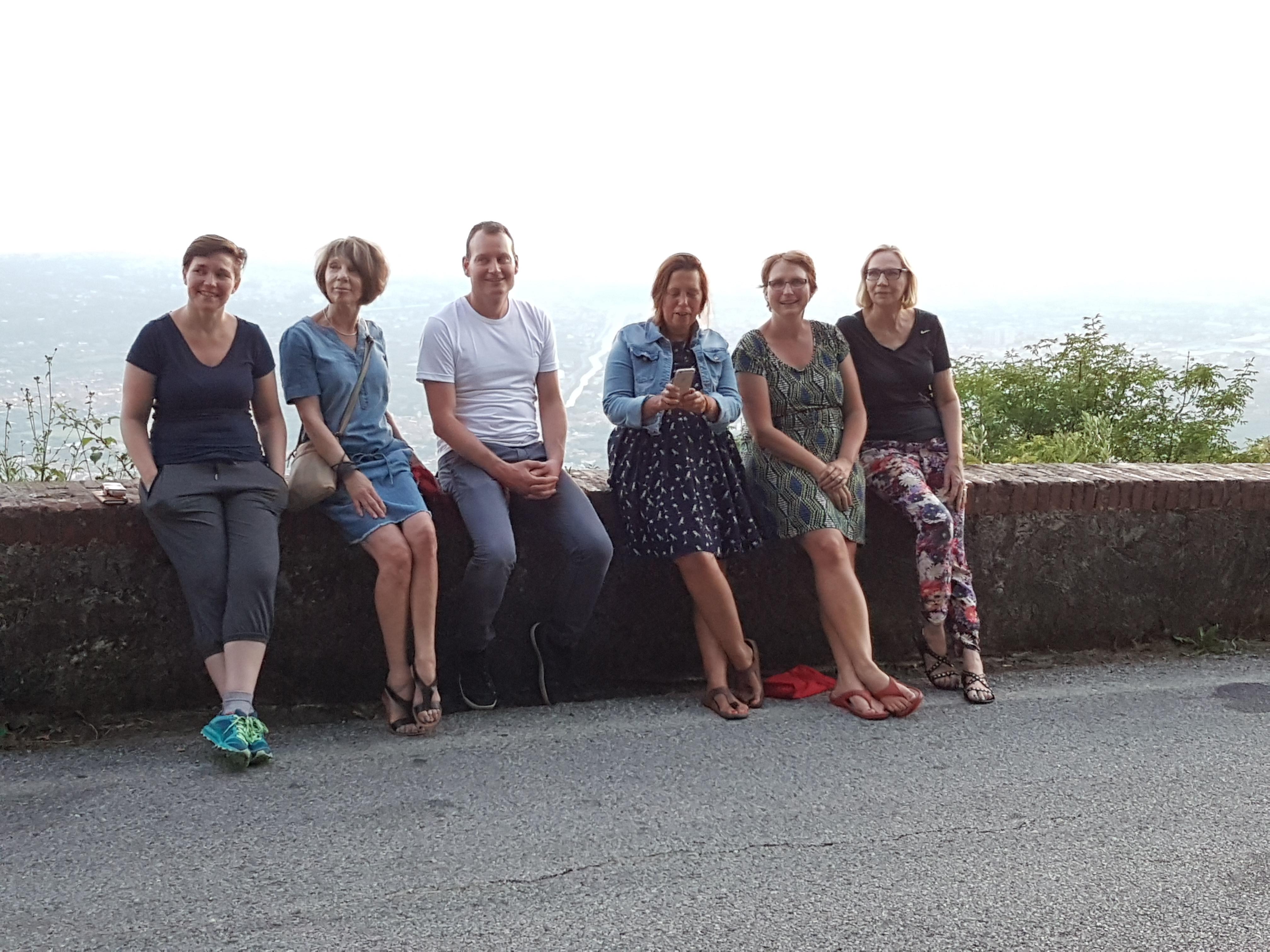 Een aantal van de schrijvers tijdens de schrijfweek in Toscane juli 2016