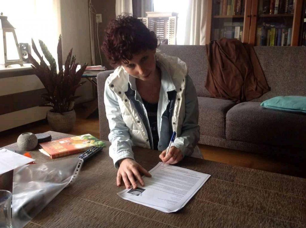 Marloes Otten tekent haar YAcontract