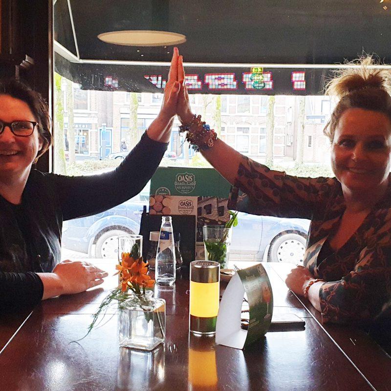 uitgever Esther van der Ham en auteur Anita Wix