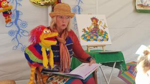 Annemarie Oppedijk met Vogelkip