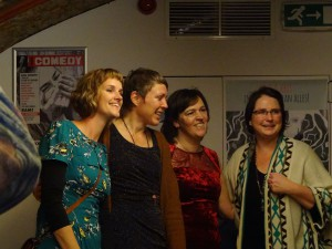 Nicolette, Githa, Corinne, Esther Roos en Kris