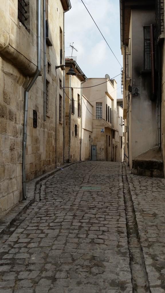 De smalle straat naar het hotel